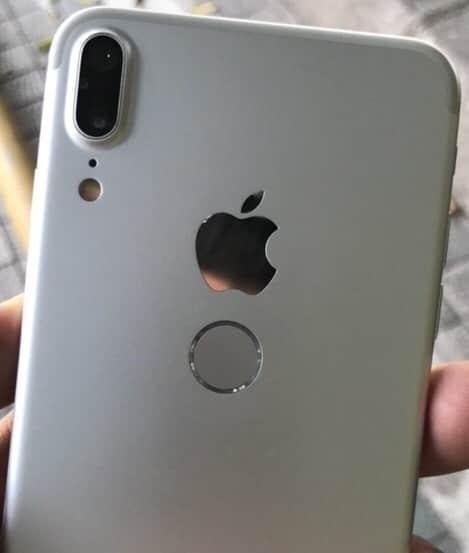 В настоящем Айфоне никогда не устанавливался сканер на задней крышке.