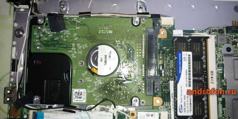 2.5-дюймовый диск внутри нетбука.