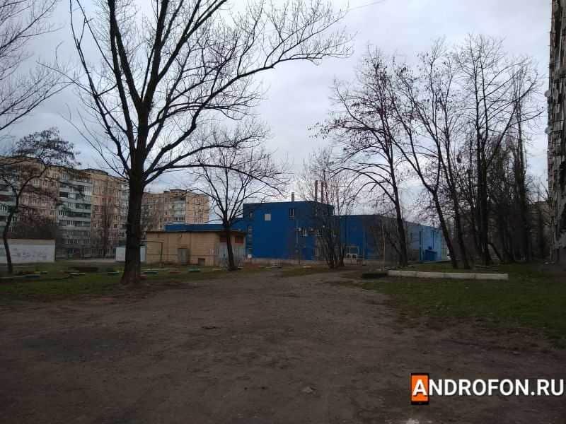 Фотография основной камеры-Дворы жилого района