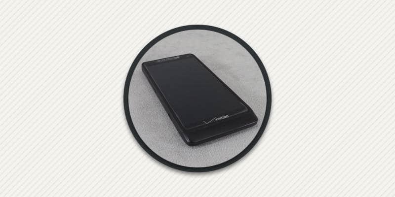 Как сменить защитную пленку на етелфоне.