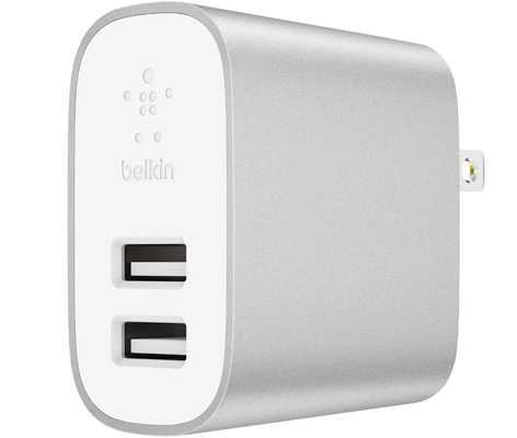 Сетевое зарядное устройство Belkin Boost Charge с двумя USB портами и мощностью 24 Вт.