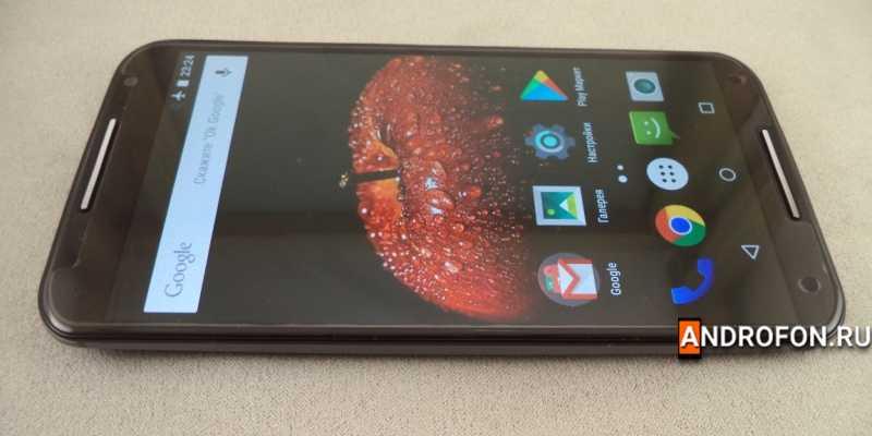 Motorola Moto X2 с глянцевой плёнкой.