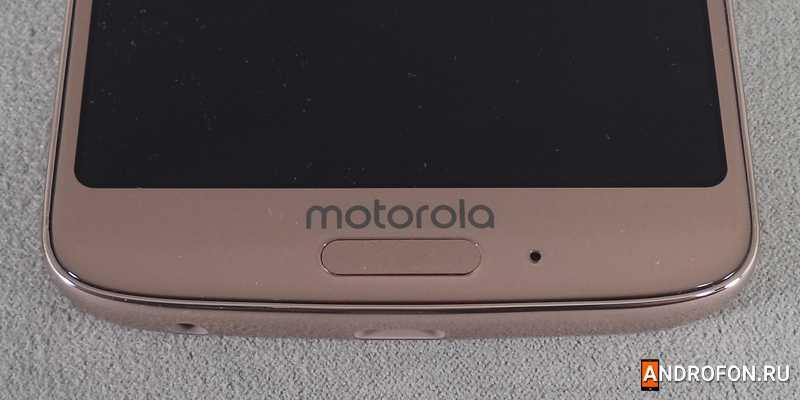 Сканер отпечатков пальцев на фронтальной стороне в Motorola G6.